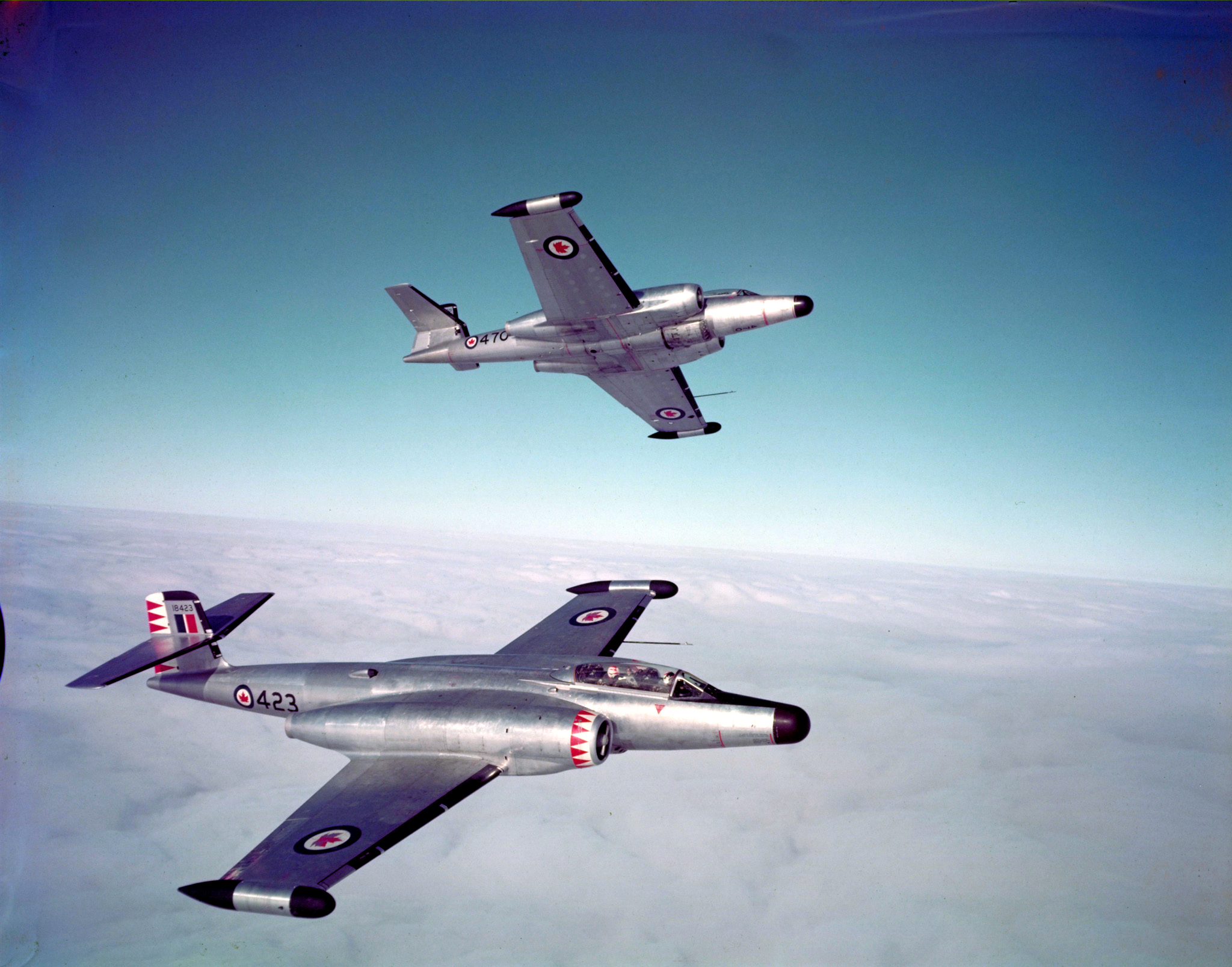 Deux CF-100 Canuck Mk IV en vol. PHOTO : Archives du MDN, PC-1089