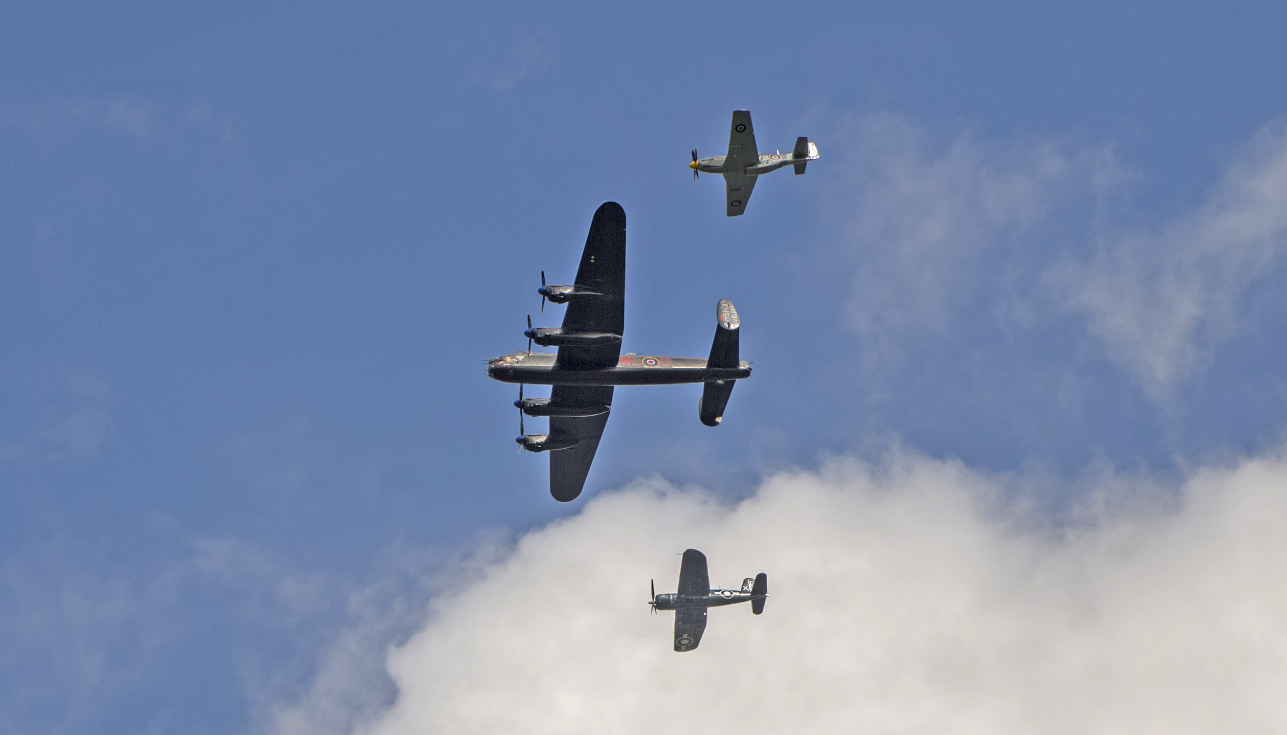 Vintage and current RCAF aircraft conducted a flypast during the national ceremony marking the 76th anniversary of the Battle of Britain, held at the Canada Aviation and Space Museum on September 18, 2016. Das cette image (du haut jusqu'en bas); le  Mustang du 442e Escadron ,  l'Avro Lancaster de Mynarski, et le Corsair de Robert Hampton Gray. PHOTO: Corporal Alana Morin, FA03-2016-0032-003, FA03-2016-0032-003