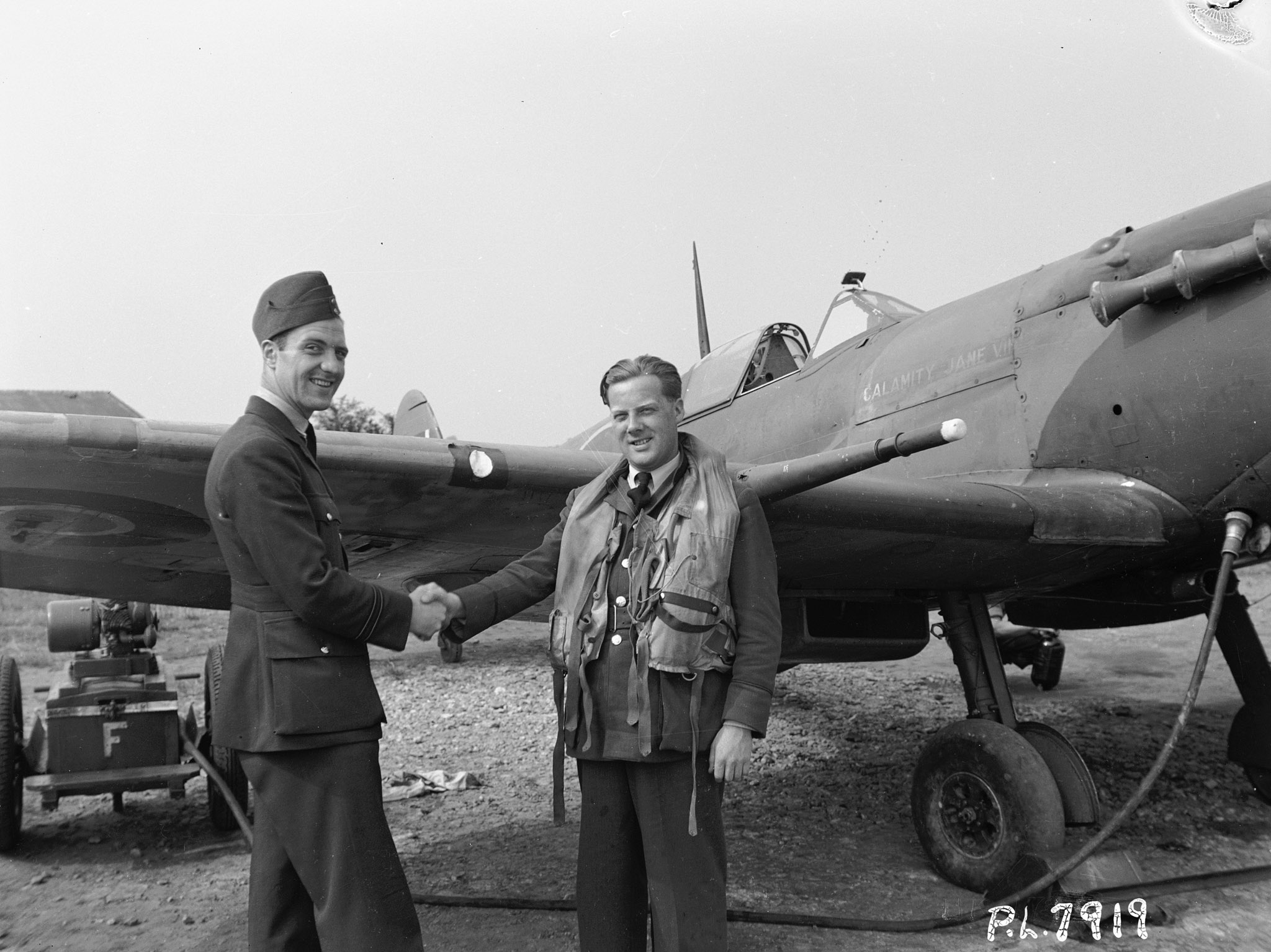 Pilot Officer Paris Richmond Eakins, from Minnedosa, Manitoba, welcomes Flight Lieutenant Philip Valentine King Tripe, from Ottawa, Ontario, to 411 Squadron in June 1942. PHOTO: DND Archives, PL-7919