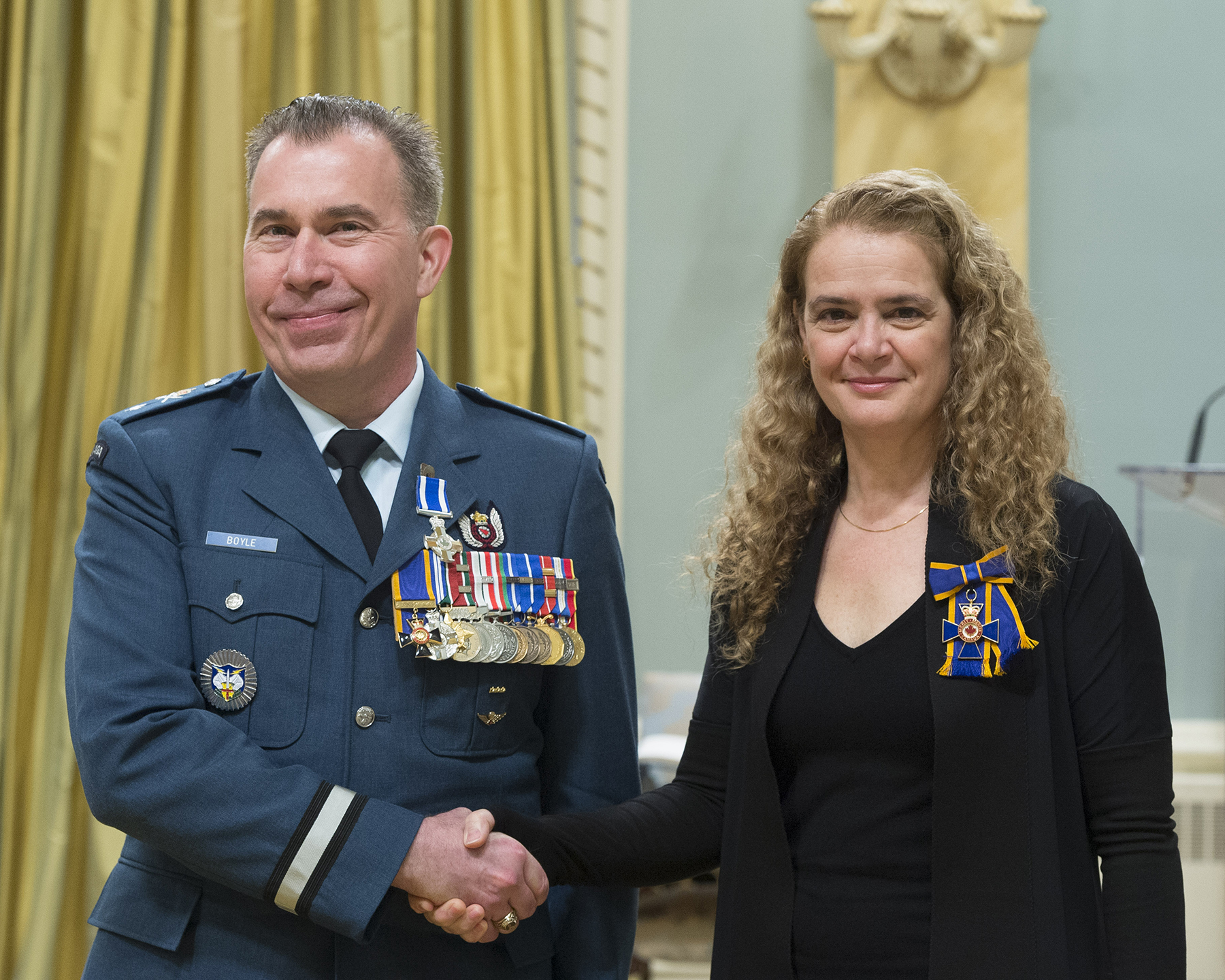 Colonel Sean Thomas Boyle receives the Meritorious Service Cross (Military Division) from Governor General and Commander-in-Chief of Canada Julie Payette on February 20, 2018. PHOTO: Sergeant Johanie Maheu, OSGG, GG05-2018-0066-009
