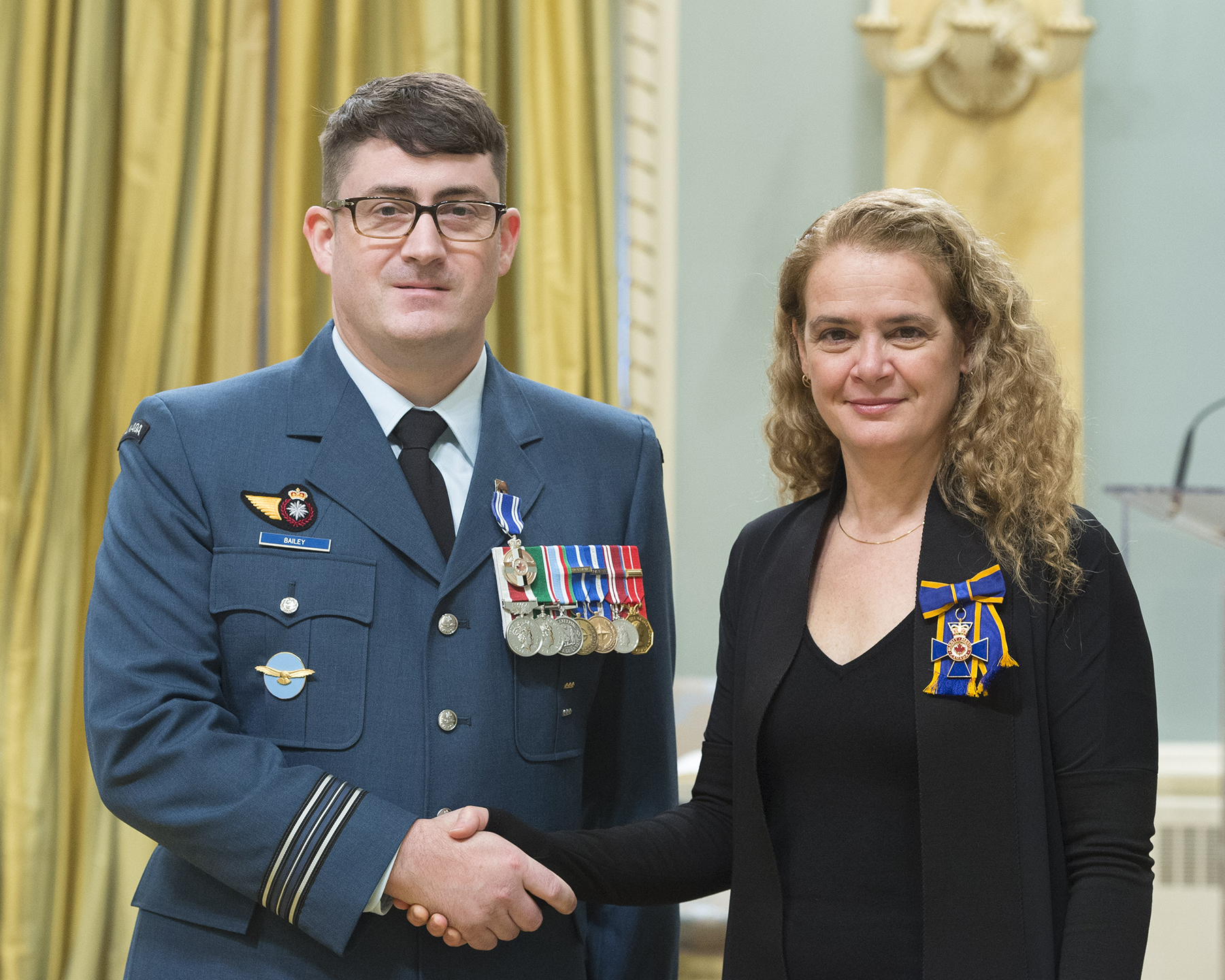 Captain Charles M. S. Bailey receives the Meritorious Service Medal (Military Division) from Governor General and Commander-in-Chief of Canada Julie Payette on February 28, 2018. PHOTO: Sergeant Johanie Maheu, OSGG, GG05-2018-0066-019