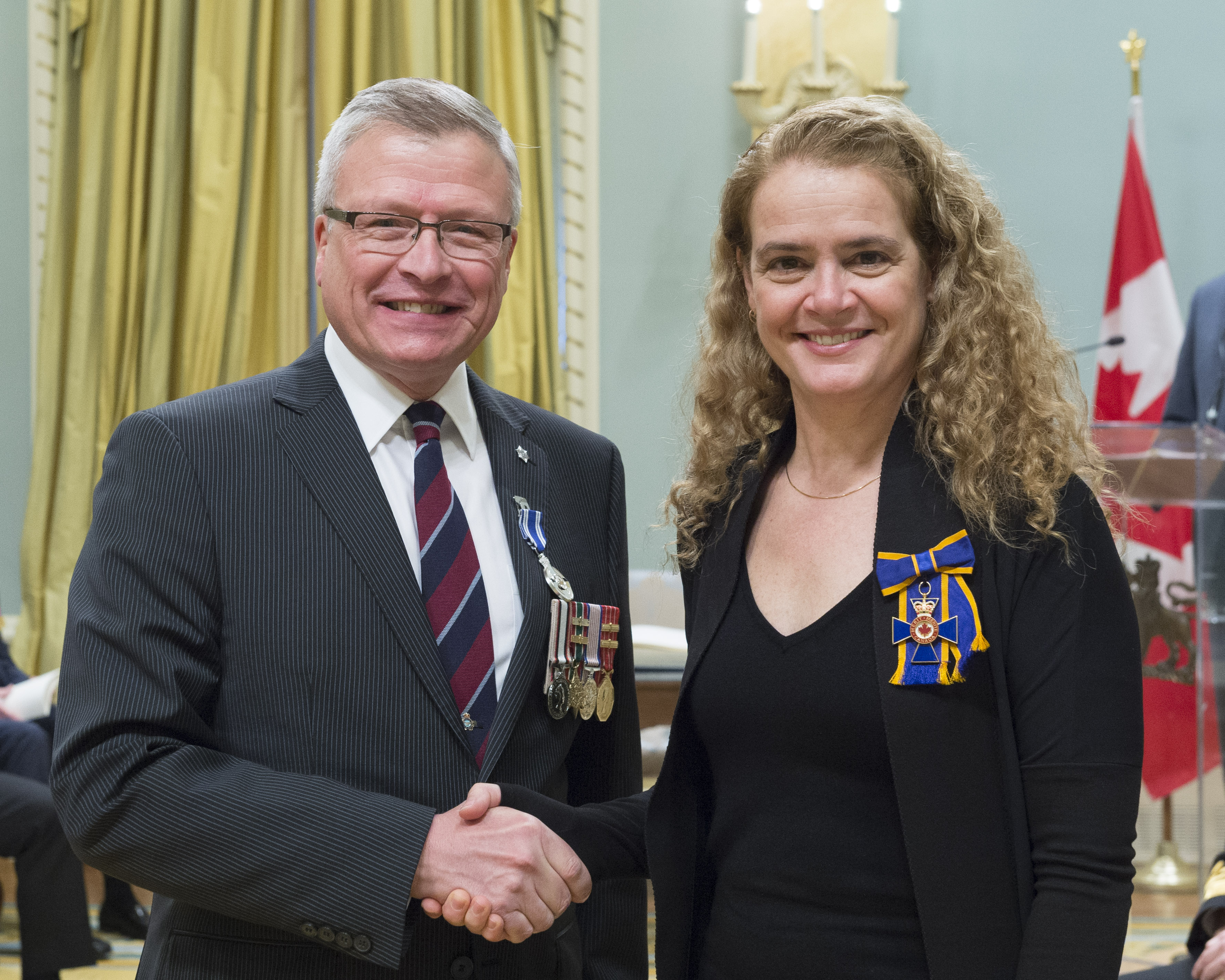 Brigadier-General Mark Alan Matheson receives the Meritorious Service Medal (Military Division) from Governor General and Commander-in-Chief of Canada Julie Payette on February 28, 2018. PHOTO: Sergeant Johanie Maheu, OSGG, GG05-2018-0066-040