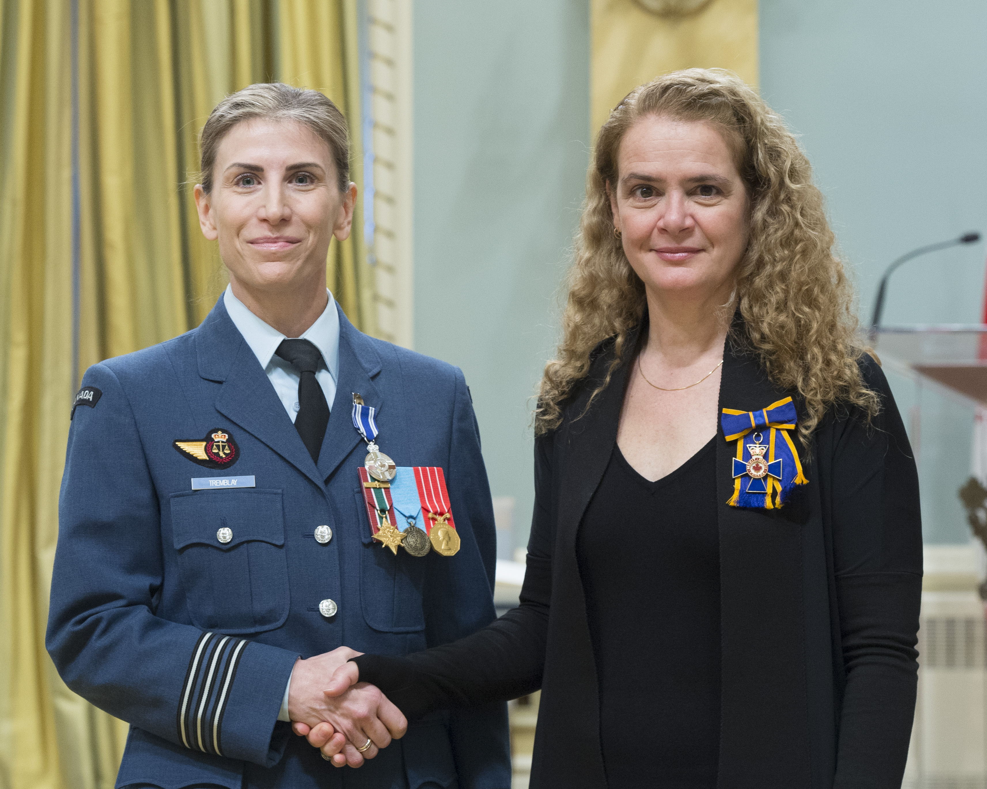 Lieutenant-Colonel Tammy Tremblay receives the Meritorious Service Medal (Military Division) from Governor General and Commander-in-Chief of Canada Julie Payette on February 28, 2018. PHOTO: Sergeant Johanie Maheu, OSGG, GG05-2018-0066-050